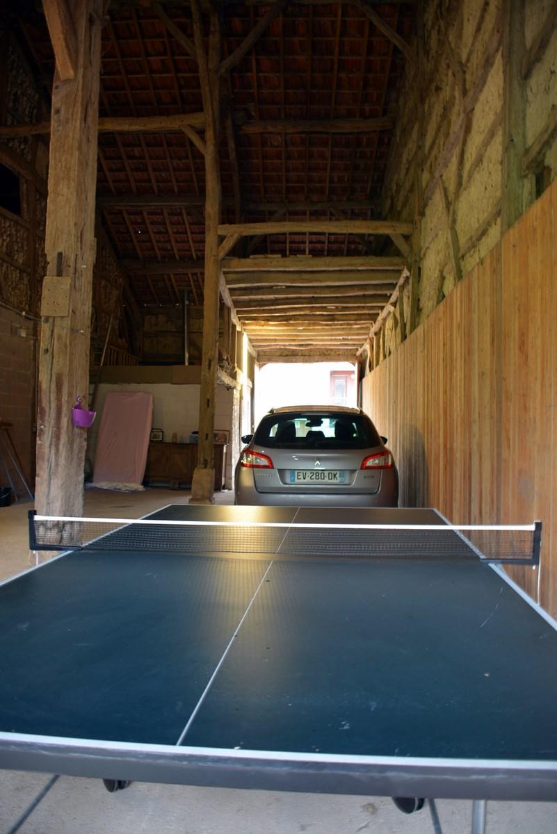 Vaste dépendance permettant de mettre à l'abri plusieurs voitures ou matériel divers , en ARGONNE