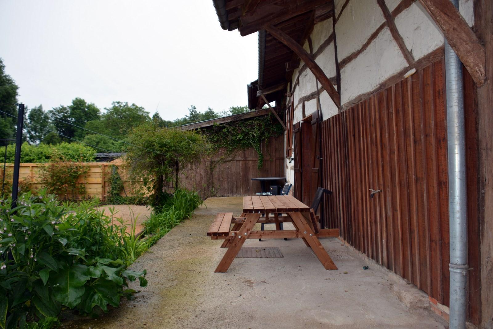 Table forestière à l'arrière - gîte proche de la  CHAMPAGNE-ARDENNE