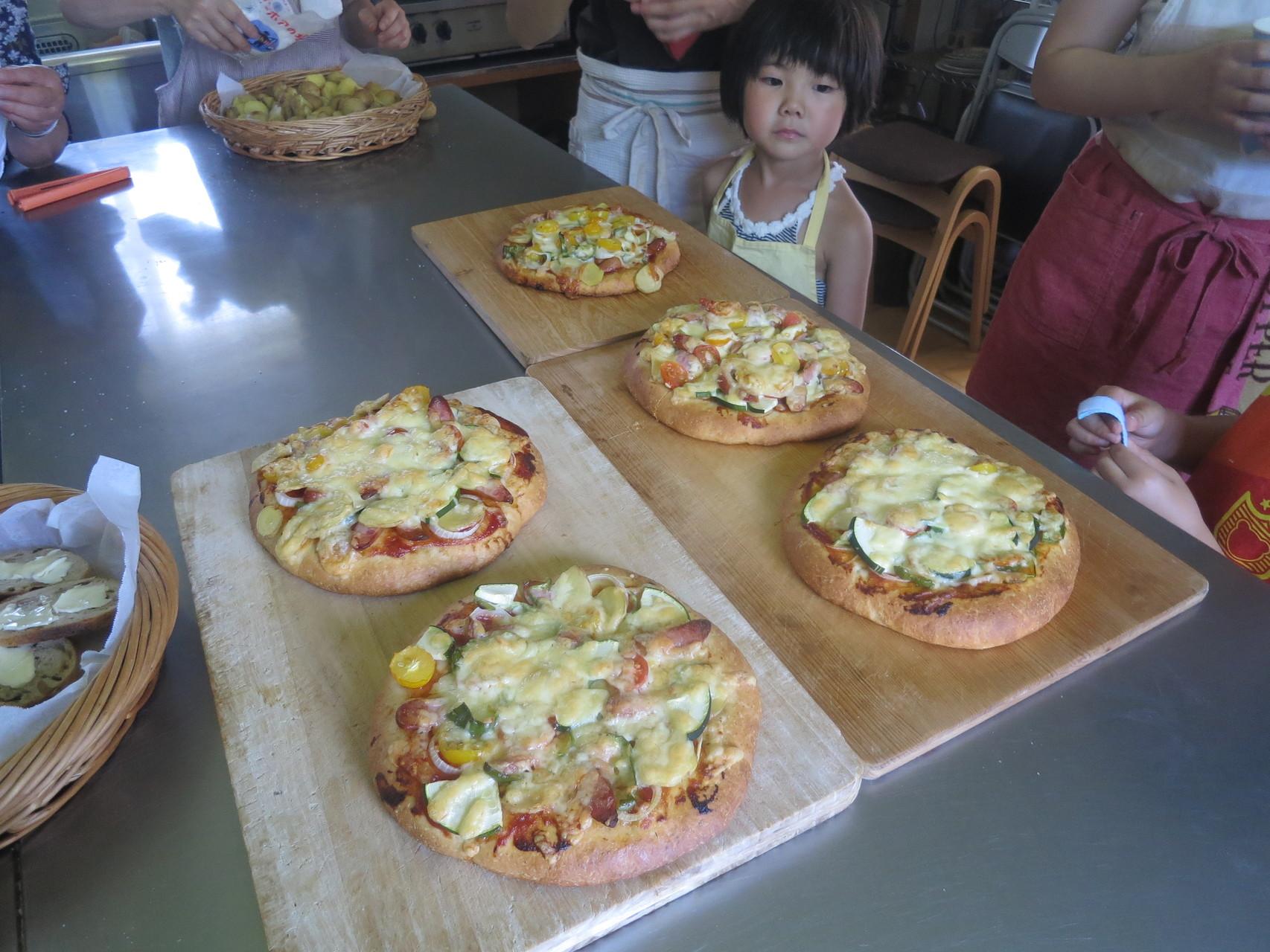 手作りじゃがいもピザも、焼き上がりました!いいにおい!