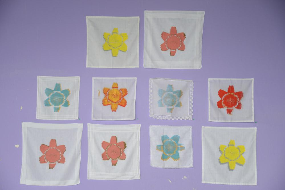 Fleur de cimitière; 2013; Siebdruck auf weissen Taschentüchern