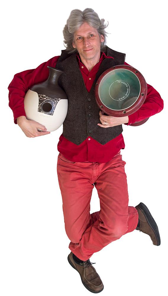 Nils Hoffmann: Percussion, Gesang