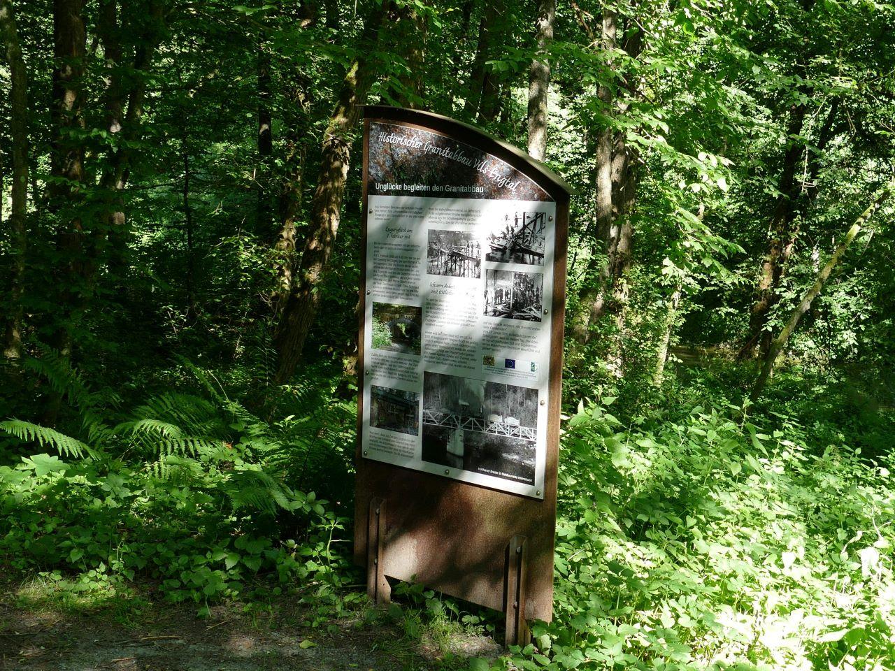 Viele Informationstafeln geben einen Einblick in die Entwicklung des Naturschutzgebietes