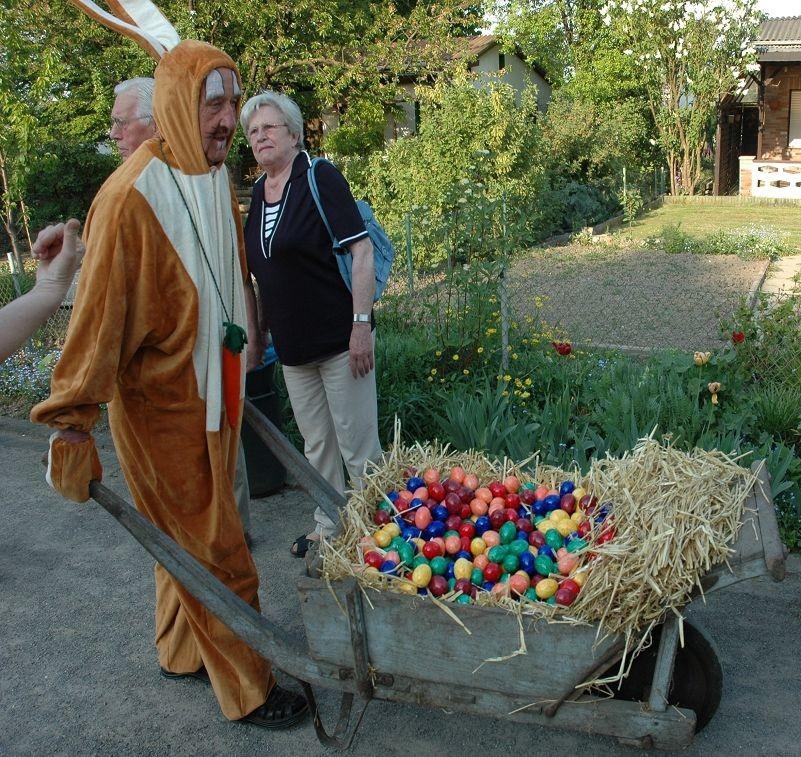 Alle Jahre Wieder kommt der Osterhas´ zum Osterfeuer in die Gartenstadt
