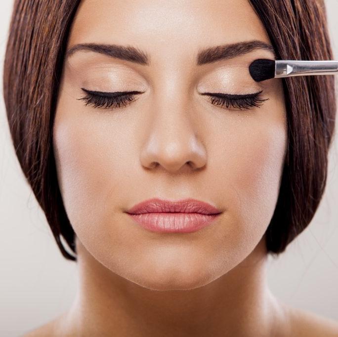 Des Maquillages et cours d'auto-maquillage