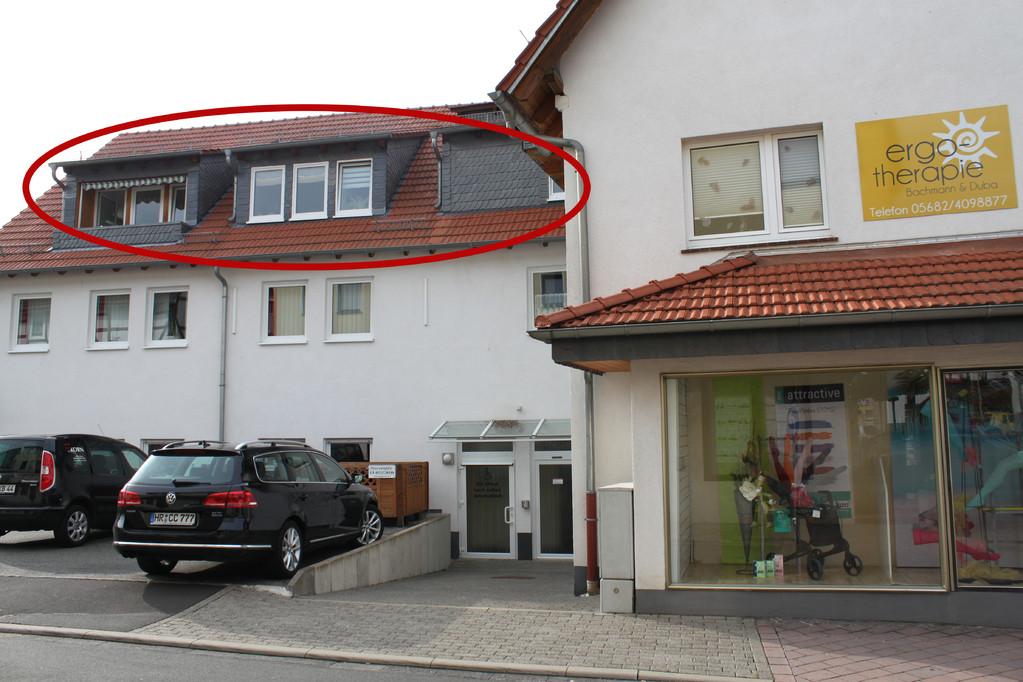 Unsere Praxisräume unter dem Dach, Parkplätze vor der Tür