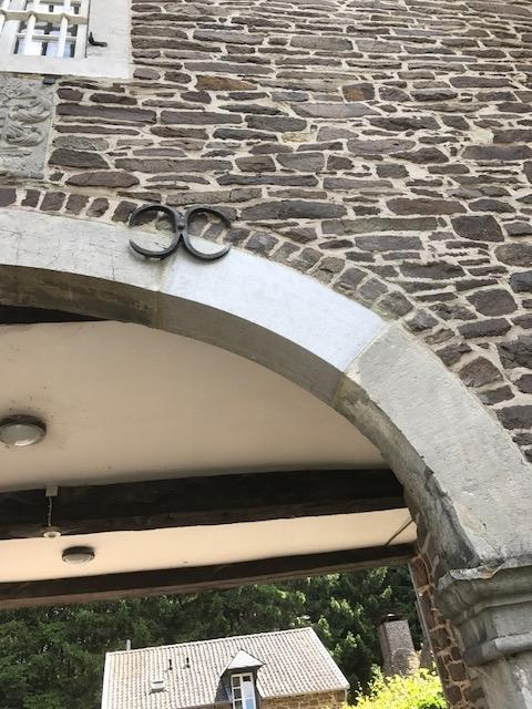 Sanierung eines alten Torbogens aus Blaustein