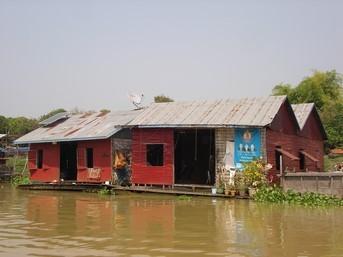 Village flottant sur le lac Tonlé