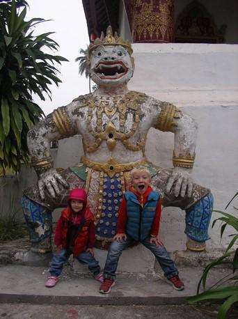 Retour à Luang Prabang ... les monstres !