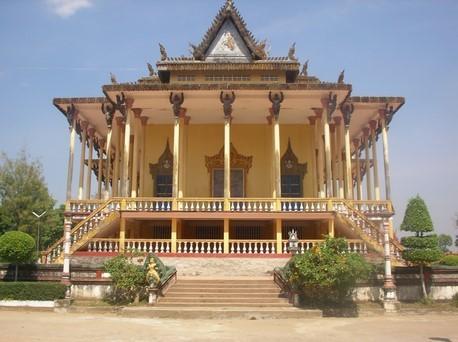 Wat Sorsor Moi Roi ou Temple aux 1000 colonnes