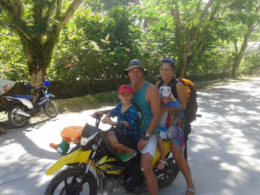 Les 4 à moto ...