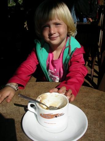 1er cappuccino pour Laia !