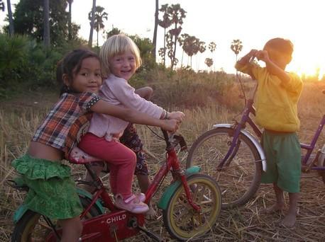 Laia fait du vélo sans les petites roues ...
