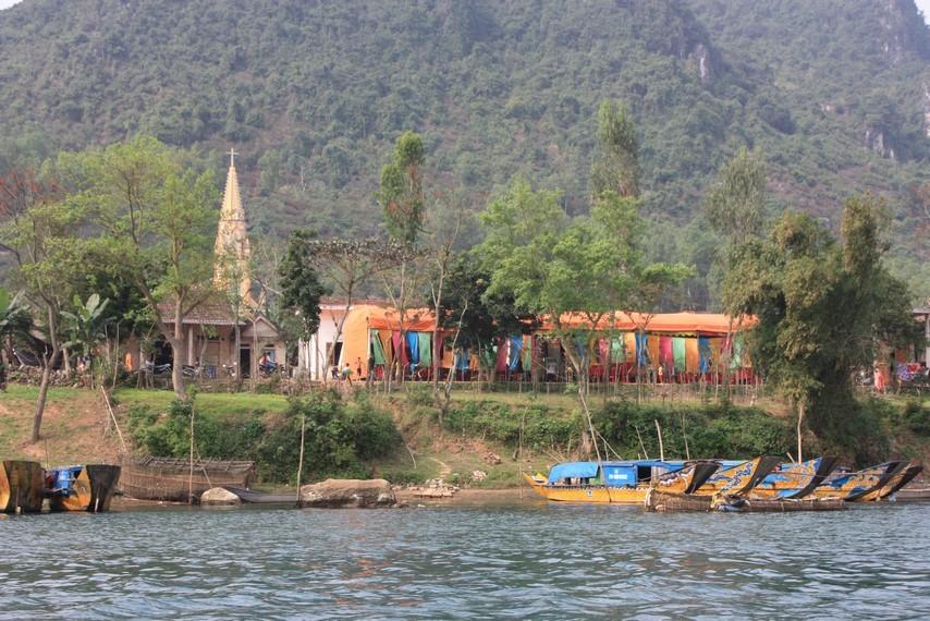 """Départ en bateau pour la """"Phnom Nha cave"""""""