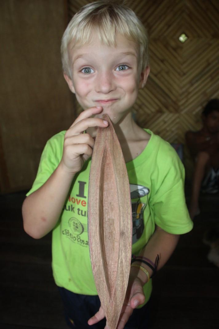 Mael rêve lui de sculpter des bateaux en bois tels que celui là.