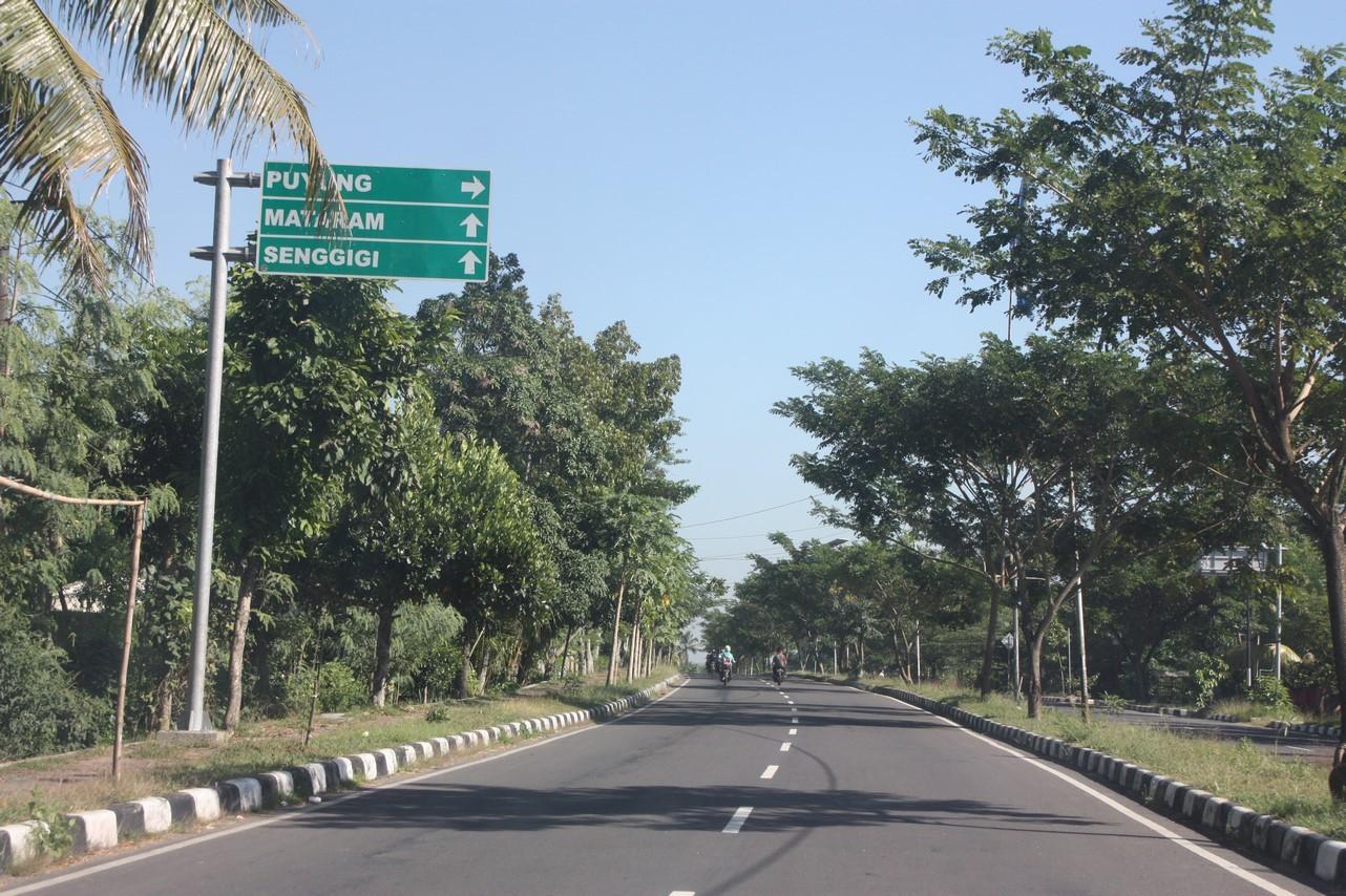 Sur  la route pour Mataram