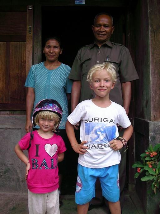 Mael et Laia avec les parents de Yulian