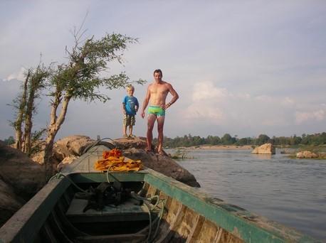 Dani en profite pour faire un plongeon dans le Mékong
