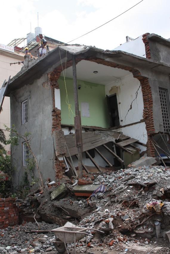 Maison détruite à Thamel
