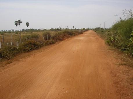 Route de terre amenant à Kol