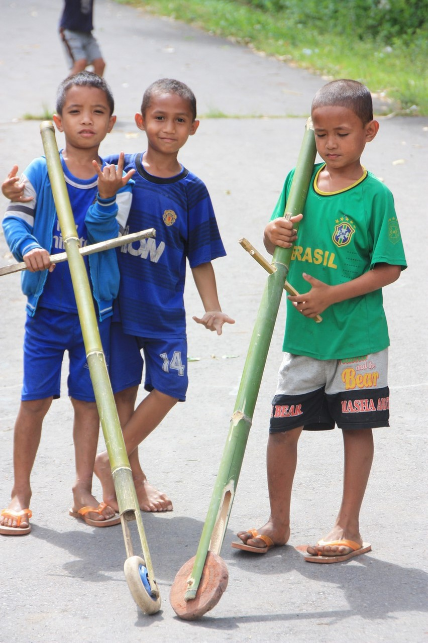 Ici on joue avec quelques bouts de bambou et de la récup !