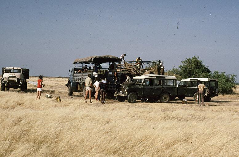 トラックの荷台に乗り、ナイロビを出発