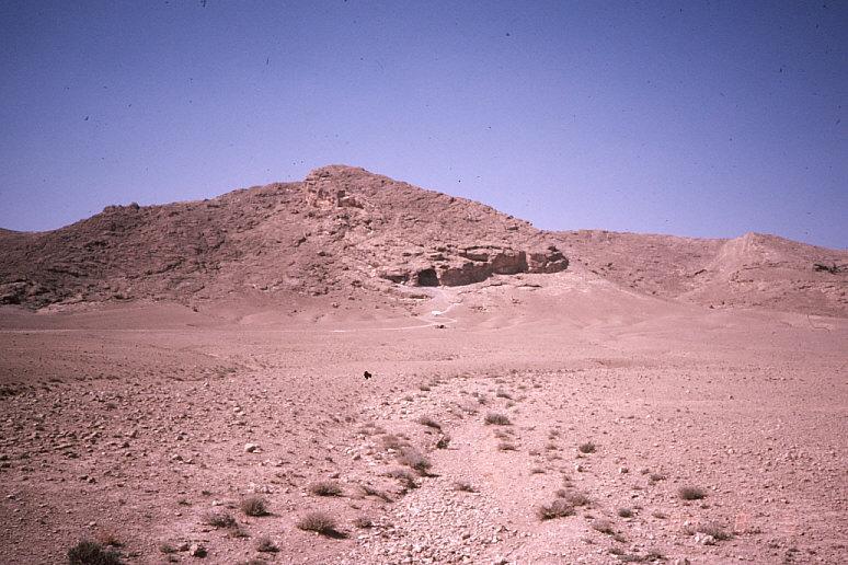 ドゥアラ洞窟遠景