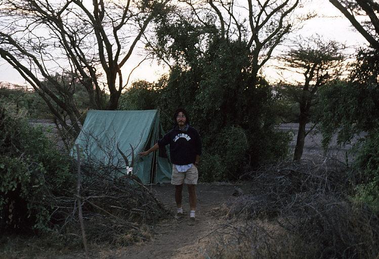 涸川の側にキャンプ