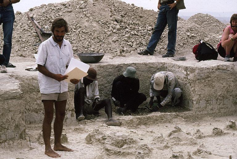 ゾウ化石の発掘調査1