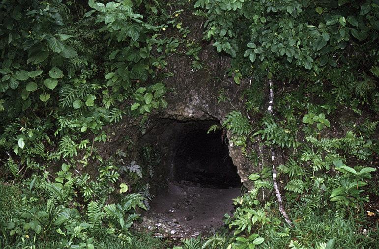 日本軍洞窟2