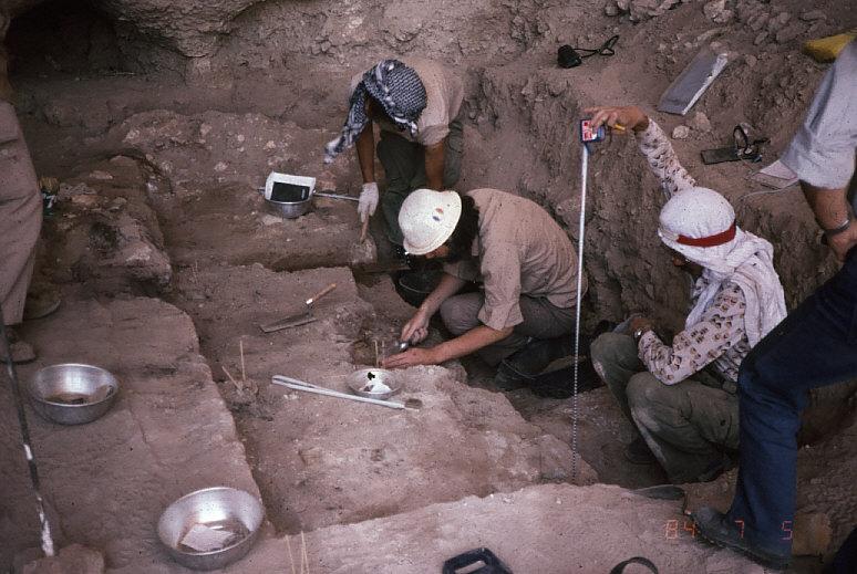 ドゥアラ洞窟発掘風景2