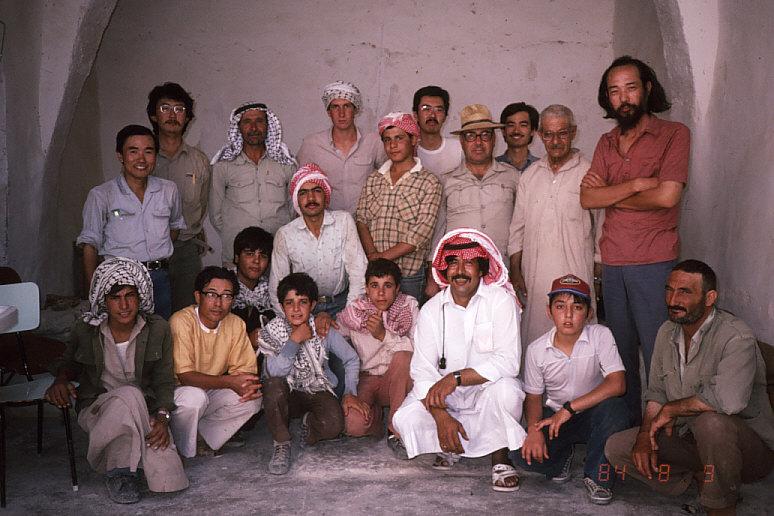 発掘調査団の記念写真