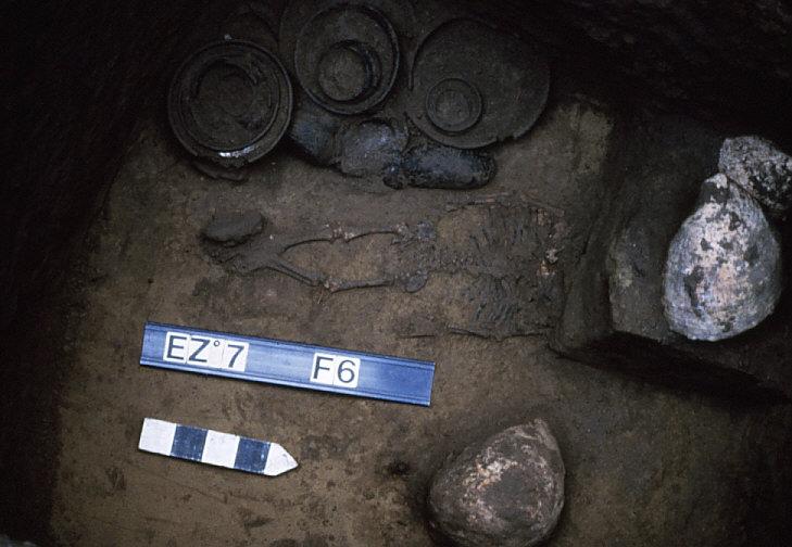 エリザベス・マウンドの墓坑