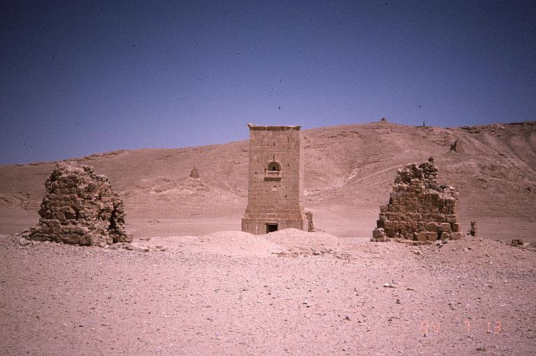 墓地の谷:エラベール家の塔形墓