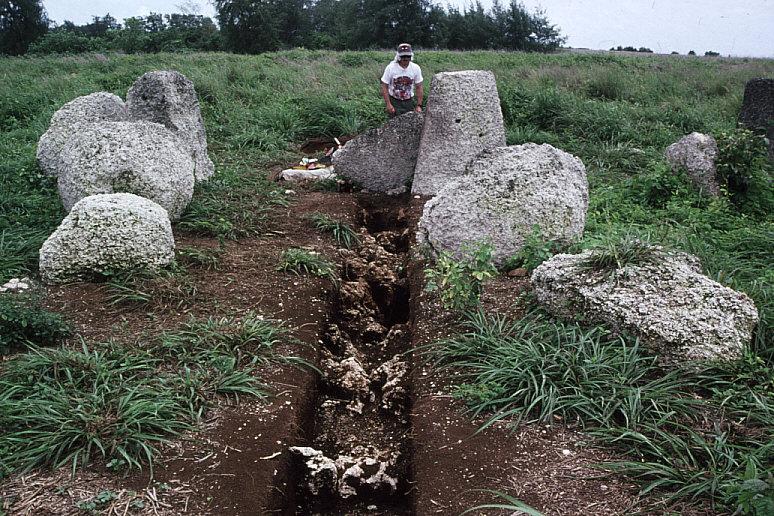ラッテ・ストーン遺跡調査風景
