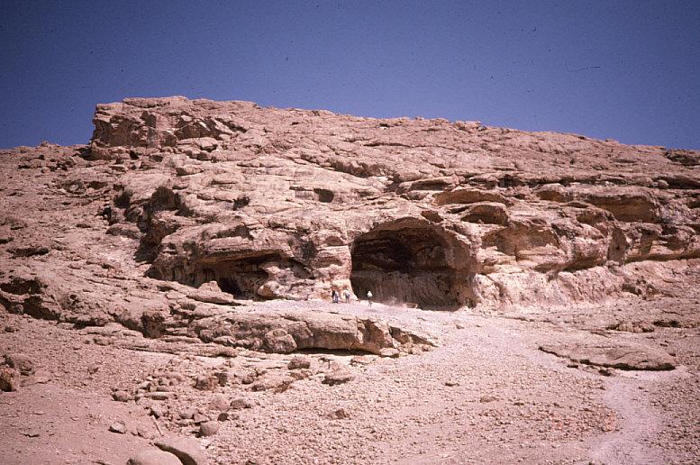 ドゥアラ洞窟近景1