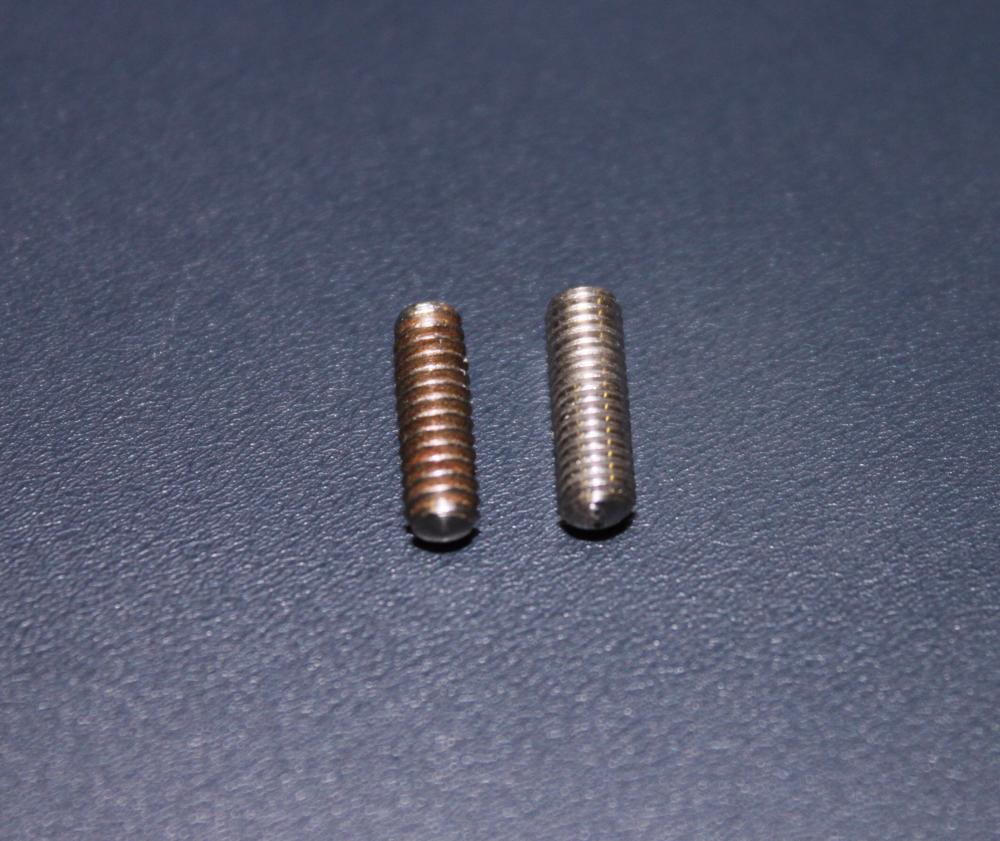 左:Fender 1960's     右:PHYTHM Vintage Reproduce rounded tip shape