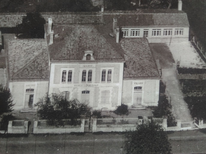 Photo ancienne - La mairie et l'école