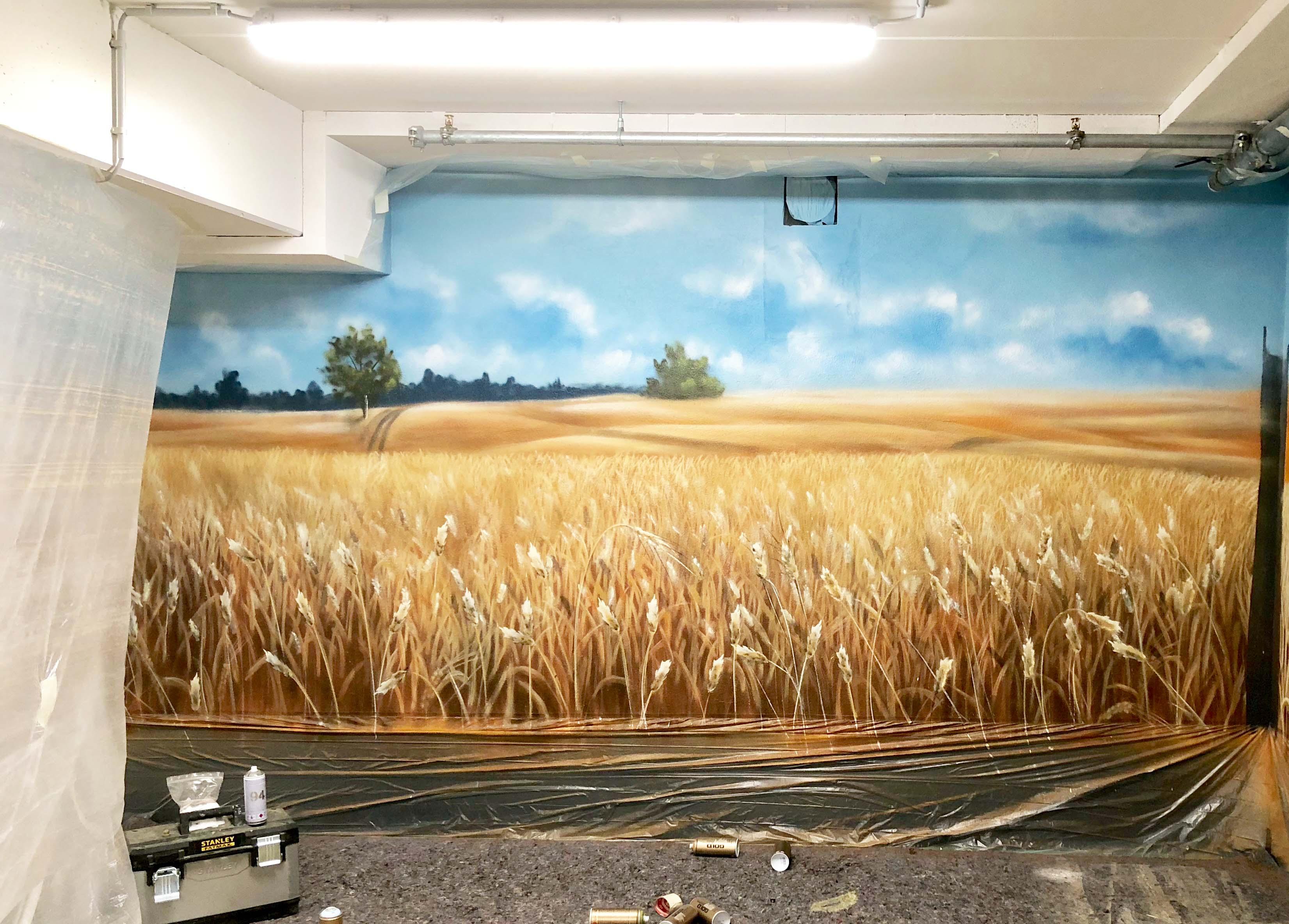 Graffiti Künstler im Parkhaus für Edeka