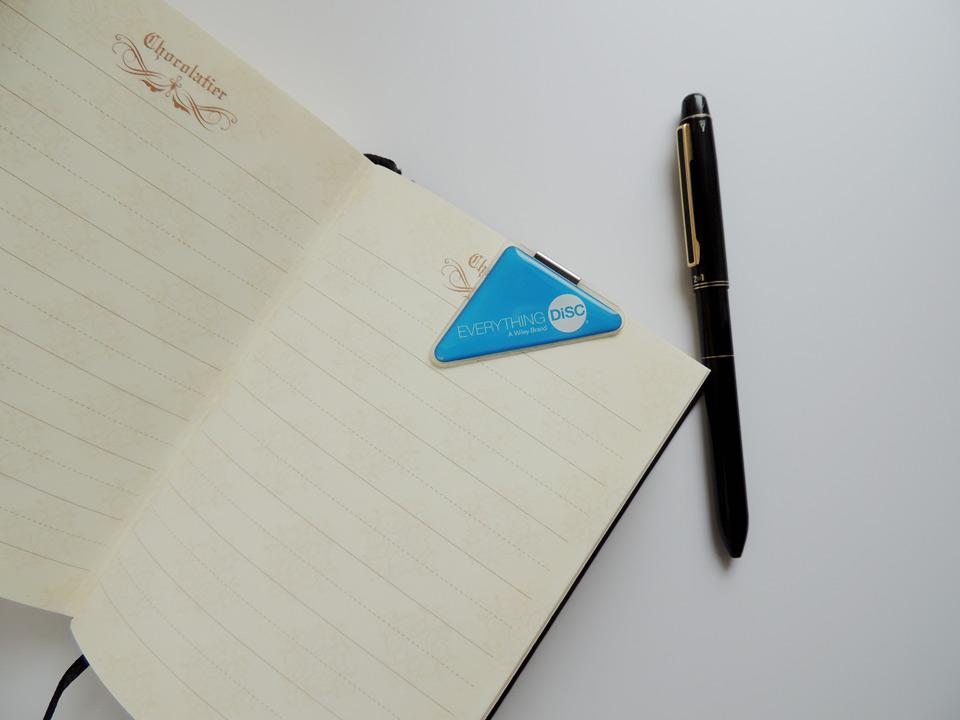 手帳にクリップしたオリジナルクリップ「カドッコ」 しおりブックマークとしての使用例