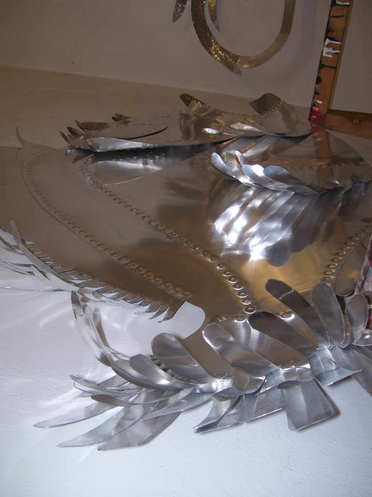 Pesci realizzati in lamiera per sfilata GianFranco Ferrè