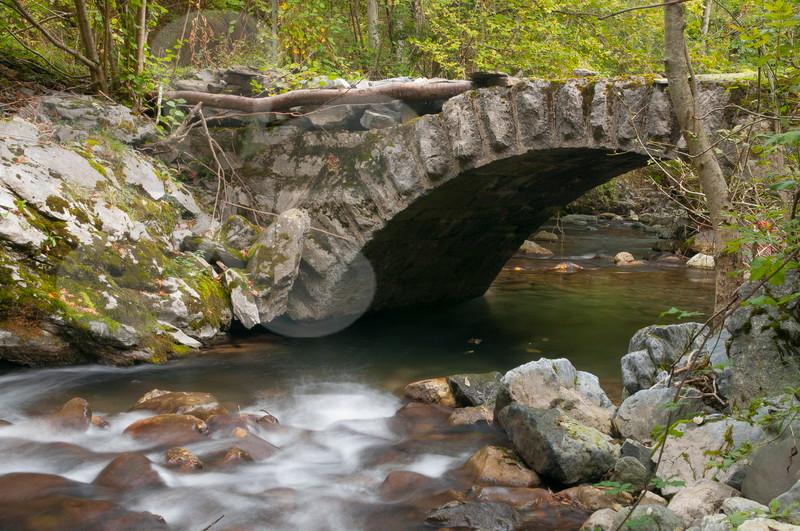 Puente en el antiguo camino de la Paraya a Rioaller