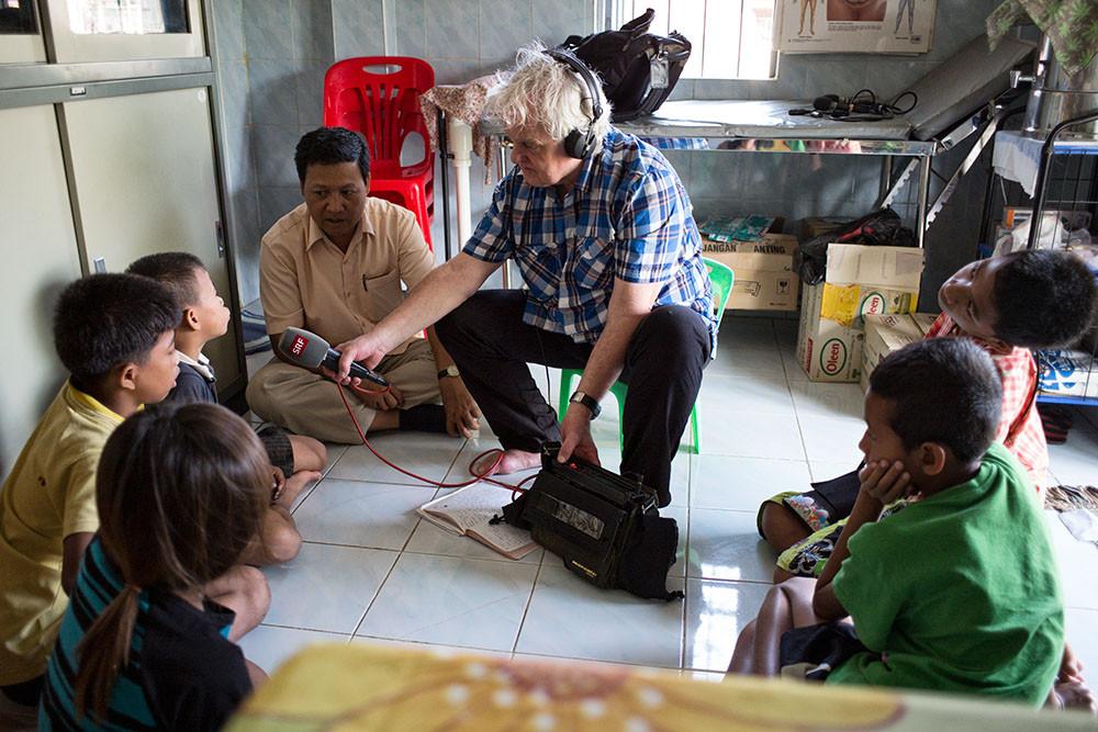 Kinder als Opfer des Menschenhandels. Interview in Kambodscha 3.2015 Foto Roland Schmid