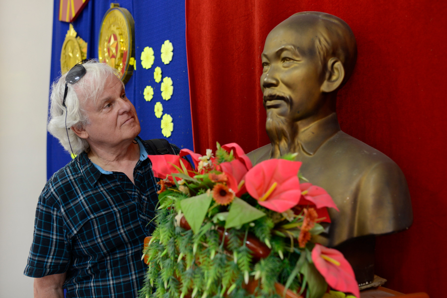 Mit Ho Chi Minh in Long Xuyen, Vietnam  © Roland Schmid
