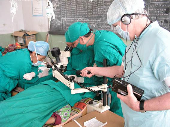 DRS-Reportage im Eyecamp in Tibet (Foto Roland Schmid)