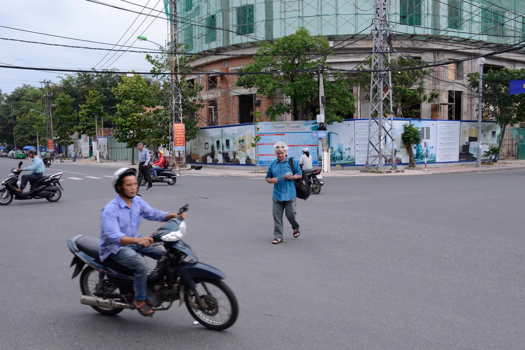 Filming in Hanoi © Roland Schmid