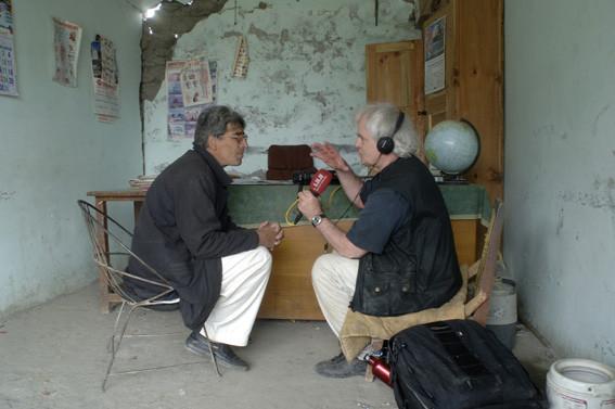 Interview mit einem Lehrer im Erdbebengebiet von Pakistan