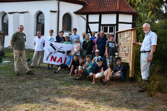 NAJU_2019-08_23 Insektenhotel Mellendorf_DSC_5441 Freude über das ökologisch wertvolle, fachgerechte und ästhetische Ergebnis (Beate Butsch)_ws.jpg