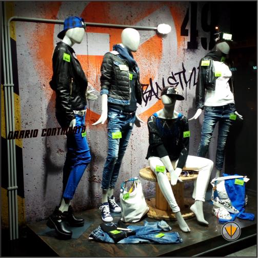 Allestimento vetrine per negozio di abbigliamento Ostia