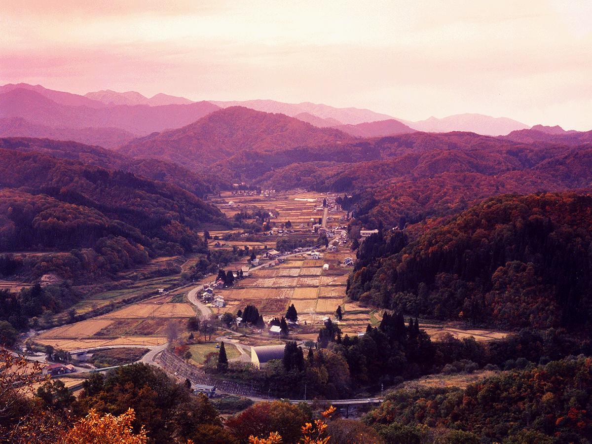 photo1:飯豊山と中津川村