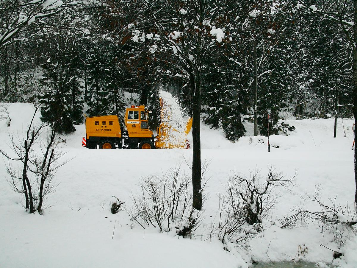 1月 除雪車(宇津沢部落)